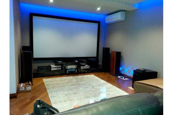 Персональный кинотеатр в частном доме